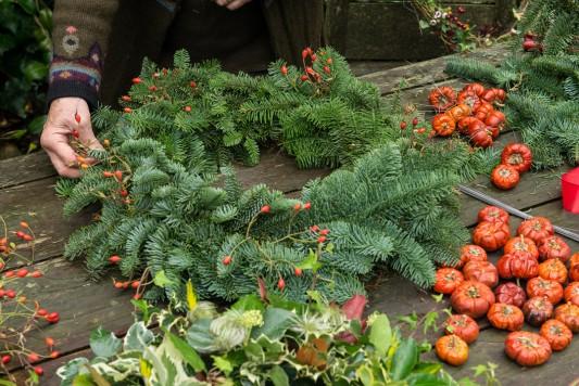 wpid4068-Christmas-Wreaths-QWRE010-nicola-stocken.jpg