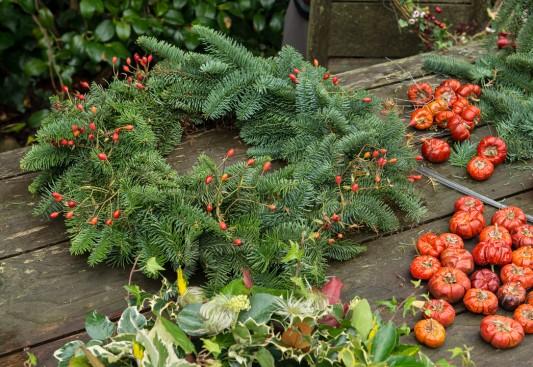 wpid4072-Christmas-Wreaths-QWRE012-nicola-stocken.jpg