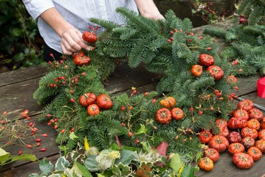 wpid4076-Christmas-Wreaths-QWRE014-nicola-stocken.jpg