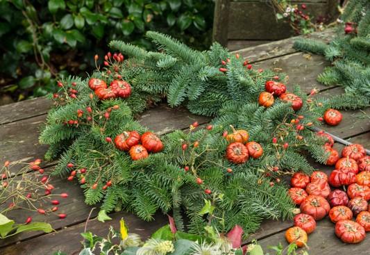 wpid4078-Christmas-Wreaths-QWRE015-nicola-stocken.jpg