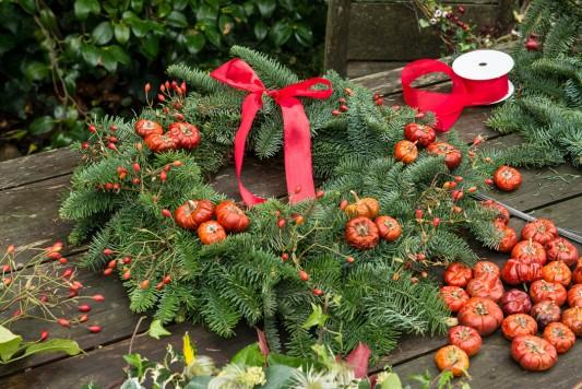 wpid4080-Christmas-Wreaths-QWRE016-nicola-stocken.jpg