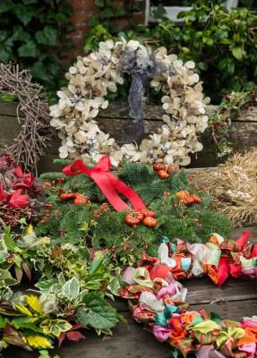 wpid4088-Christmas-Wreaths-QWRE020-nicola-stocken.jpg