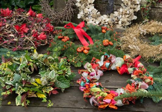 wpid4090-Christmas-Wreaths-QWRE021-nicola-stocken.jpg