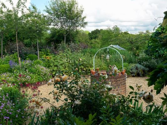 wpid4380-Celebrity-Gardeners-Tips-GKIM113-nicola-stocken.jpg