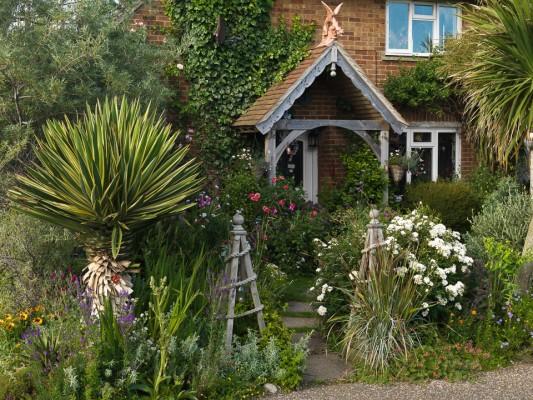 wpid4763-Front-Garden-Design-GPEE010-nicola-stocken.jpg