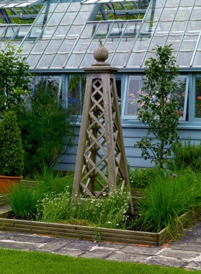 wpid4864-High-Summer-Garden-GGLO117-nicola-stocken.jpg