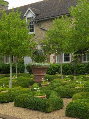 wpid5858-Topiary-Garden-GOLR003-nicola-stocken.jpg