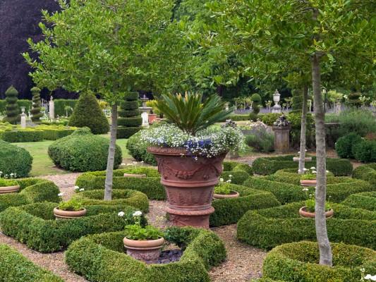 wpid5860-Topiary-Garden-GOLR004-nicola-stocken.jpg