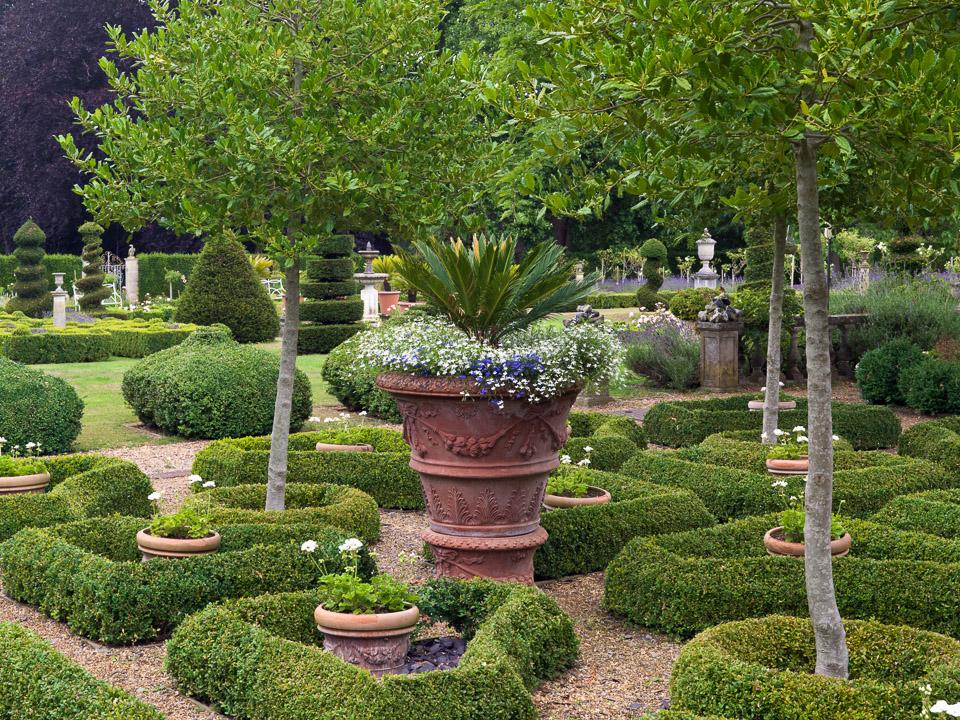 Topiary garden in august for Topiary garden designs