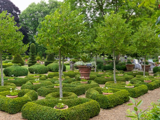 wpid5862-Topiary-Garden-GOLR005-nicola-stocken.jpg