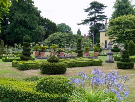 wpid5870-Topiary-Garden-GOLR009-nicola-stocken.jpg