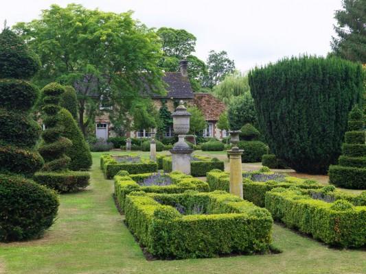 wpid5880-Topiary-Garden-GOLR014-nicola-stocken.jpg