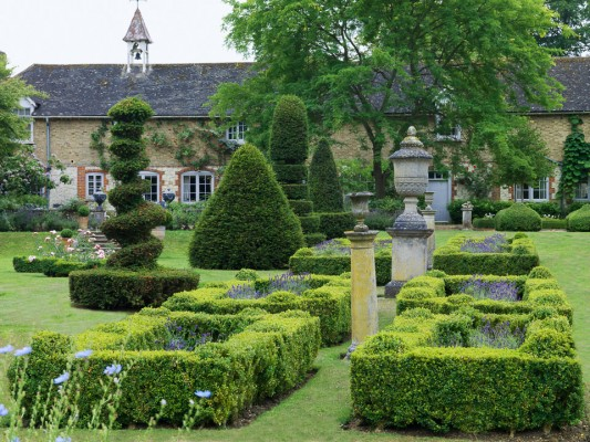 wpid5882-Topiary-Garden-GOLR015-nicola-stocken.jpg
