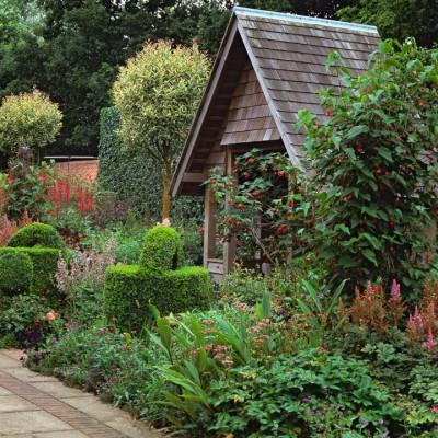 wpid8738-Topiary-For-All-Seasons-GRUS003-nicola-stocken.jpg
