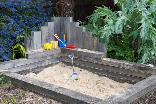 wpid8810-Childrens-Gardens-GHST051-nicola-stocken.jpg