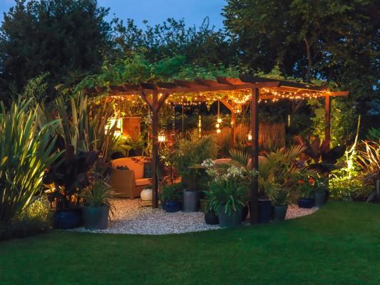 wpid9016-Garden-Lighting-GHUN021-nicola-stocken.jpg