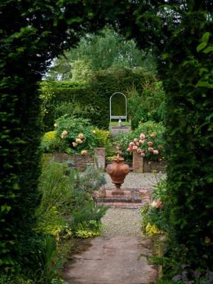 wpid10039-Garden-Rooms-with-a-View-GLOW037-nicola-stocken.jpg