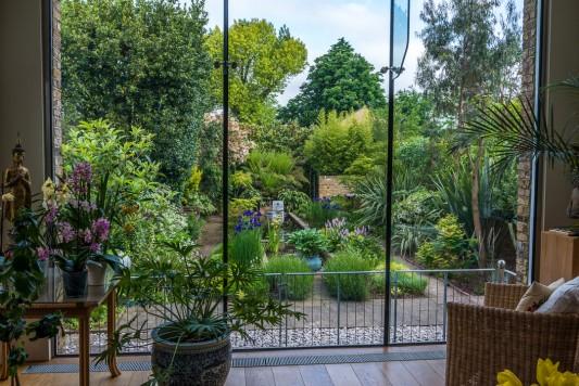 wpid10307-Field-House-Garden-in-May-GFIE002-nicola-stocken.jpg