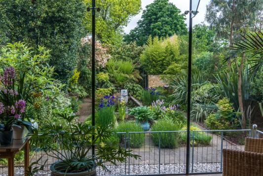 wpid10309-Field-House-Garden-in-May-GFIE003-nicola-stocken.jpg