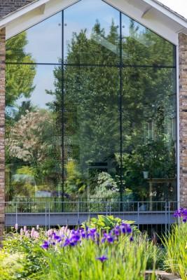wpid10313-Field-House-Garden-in-May-GFIE005-nicola-stocken.jpg