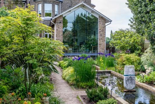wpid10315-Field-House-Garden-in-May-GFIE006-nicola-stocken.jpg