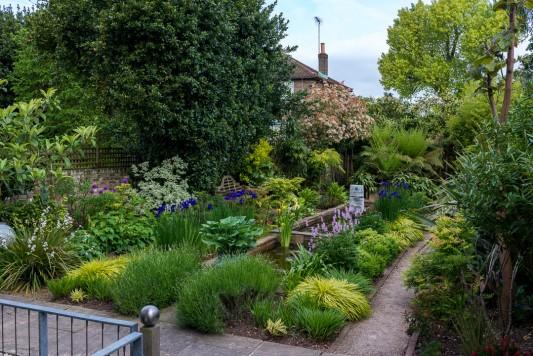 wpid10319-Field-House-Garden-in-May-GFIE008-nicola-stocken.jpg