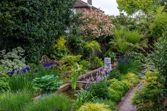wpid10321-Field-House-Garden-in-May-GFIE009-nicola-stocken.jpg