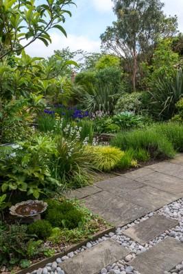 wpid10337-Field-House-Garden-in-May-GFIE017-nicola-stocken.jpg