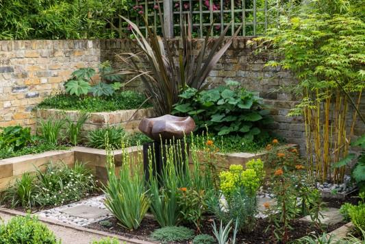 wpid10345-Field-House-Garden-in-May-GFIE021-nicola-stocken.jpg