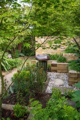 wpid10347-Field-House-Garden-in-May-GFIE022-nicola-stocken.jpg