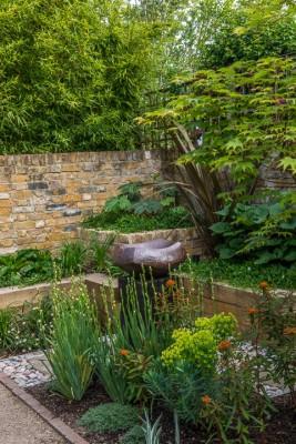 wpid10349-Field-House-Garden-in-May-GFIE023-nicola-stocken.jpg