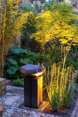 wpid10368-Field-House-Garden-in-May-GFIE032-nicola-stocken.jpg