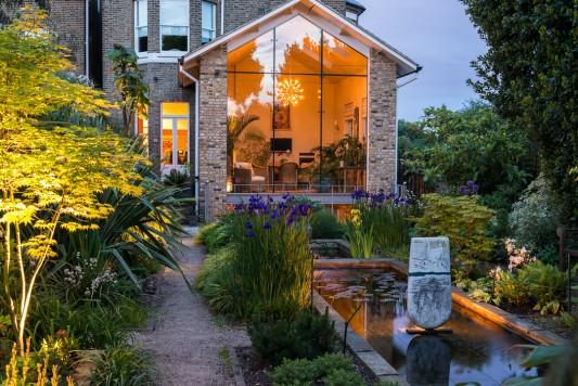 wpid10372-Field-House-Garden-in-May-GFIE034-nicola-stocken.jpg