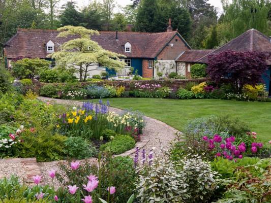 wpid10507-Garden-Lodge-in-Spring-GGLO053-nicola-stocken.jpg