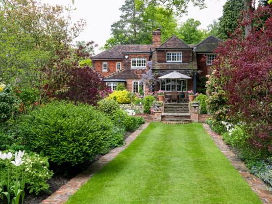 wpid10557-Garden-Lodge-in-Spring-GGLO081-nicola-stocken.jpg