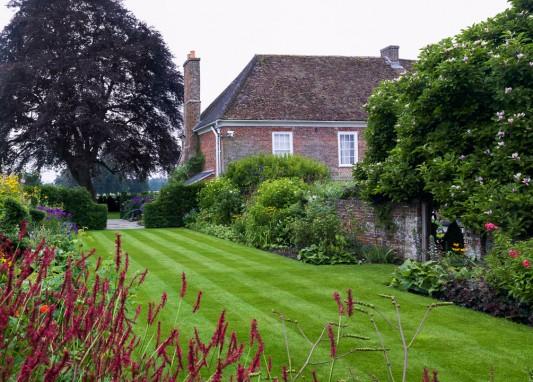 wpid10671-Manor-House-in-July-GMHC005-nicola-stocken.jpg