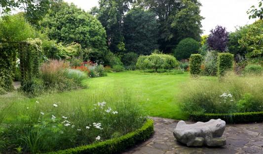 wpid10773-Late-Summer-Family-Garden-GLAU005-nicola-stocken.jpg