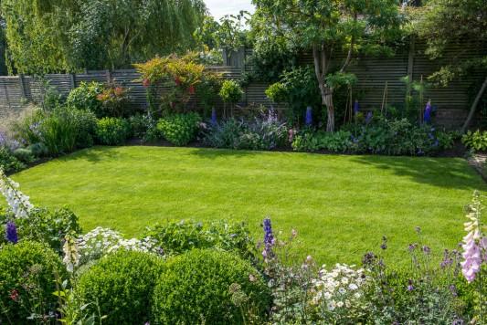 wpid11041-Perfect-Lawns-GOCK333-nicola-stocken.jpg