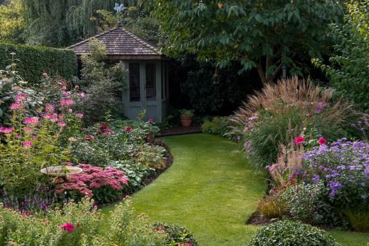 wpid11049-Perfect-Lawns-GWDP035-nicola-stocken.jpg