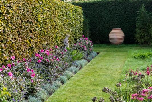 wpid11051-Perfect-Lawns-GWDP026-nicola-stocken.jpg