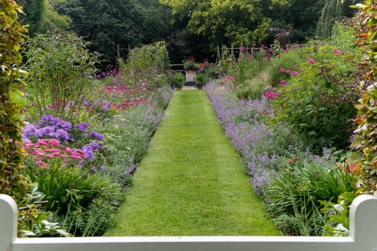 wpid11053-Perfect-Lawns-GWDP004-nicola-stocken.jpg