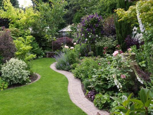 wpid11063-Perfect-Lawns-GBAW009-nicola-stocken.jpg