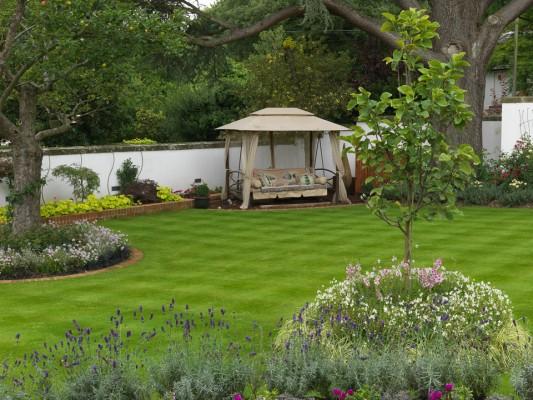 wpid11069-Perfect-Lawns-GCOP024-nicola-stocken.jpg