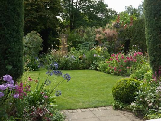 wpid11097-Perfect-Lawns-GWAL033-nicola-stocken.jpg