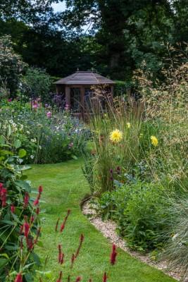 wpid11105-Perfect-Lawns-GHID019-nicola-stocken.jpg
