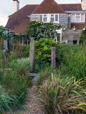 wpid11465-A-Seaside-Garden-in-June-GSOL041-nicola-stocken.jpg