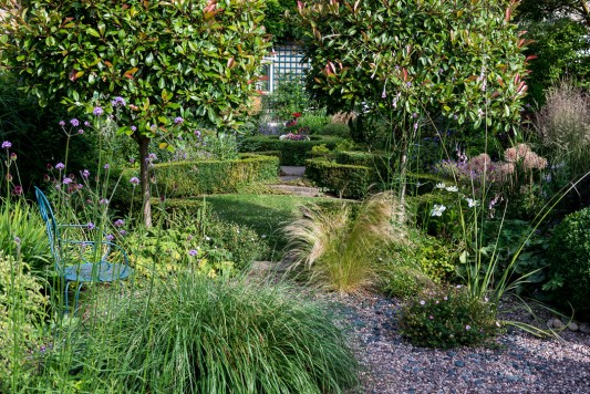 wpid11766-Valley-Road-Garden-in-June-GVAE018-nicola-stocken.jpg