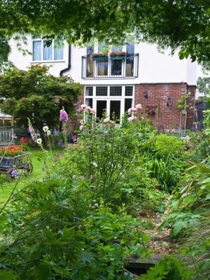 wpid11944-The-Crest-Garden-in-June-GTHC005-nicola-stocken.jpg