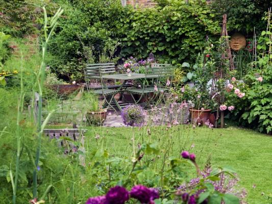 wpid11952-The-Crest-Garden-in-June-GTHC009-nicola-stocken.jpg