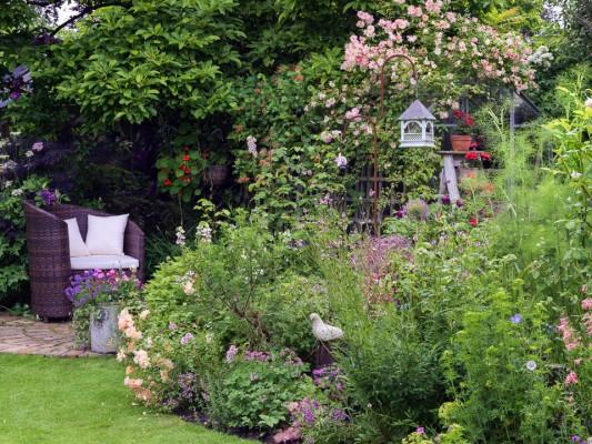 wpid11958-The-Crest-Garden-in-June-GTHC012-nicola-stocken.jpg